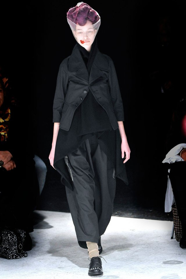 From Comme des Garçons Fall/Winter 2009 Ready to Wear Runway Show